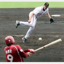 来日1年目の春のキャンプで投球するマシソン(C)日刊ゲンダイ