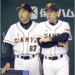 2012年の原監督(右)と岡崎ヘッド(C)日刊ゲンダイ