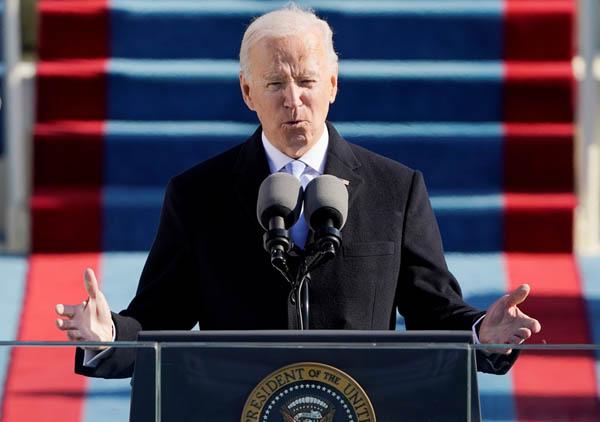 手腕が問われる(20日、米国大統領就任式で演説するバイデン新大統領)/(C)ロイター