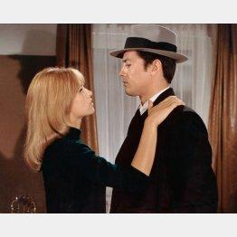 映画「サムライ」、ナタリー・ドロンとアラン・ドロン(C)AF Archive/Mary Evans Picture Library/共同通信イメージズ