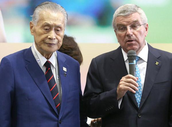 ホンネは「中止」か(バッハIOC会長と森喜朗組織委会長)/(C)日刊ゲンダイ