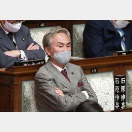 20日の衆院本会議に出席した石原伸晃衆院議員(C)日刊ゲンダイ