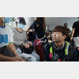 映画「BlueIsland 憂鬱之島」 監督のチャン・ジーウン(右)/(太秦提供)