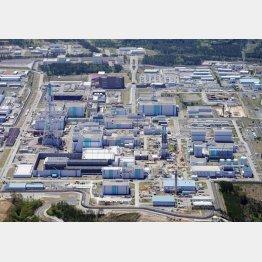 六ケ所村の核燃料再処理工場(C)共同通信社