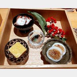 (上から左回りに)地ダコの黒コショウ添え、卵焼き、イカの印籠詰め、ゆり根のサユリ包み(C)日刊ゲンダイ