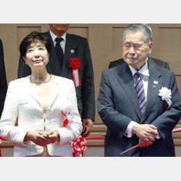 小池都知事と組織委会長を辞任した森氏(C)日刊ゲンダイ