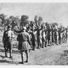 中国共産党軍に降伏した日本兵たち(C)Mary Evans/Grenville Collins Postcard Collection/共同通信イメージズ