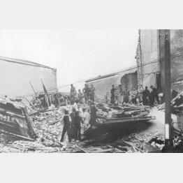 爆撃を受けた重慶(1939年5月15日)/(C)共同通信社