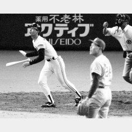 1990年の開幕戦で篠塚が同点本塁打を放つ(C)共同通信社