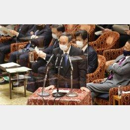 22日、衆院予算委員会で答弁をおこなう菅首相(C)日刊ゲンダイ