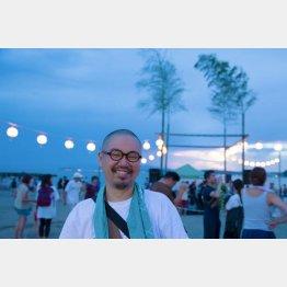 大石始氏(森戸の浜〈神奈川県三浦郡葉山町〉の盆踊り大会で)/(提供写真)