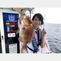 氷見の釣り船での中川めぐみさん(提供写真)