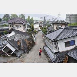自然災害の復旧が財政を逼迫(2016年熊本地震)/(C)共同通信社