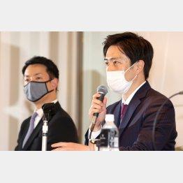 「大阪維新の会」の吉村洋文代表(右)と横山英幸幹事長(C)日刊ゲンダイ