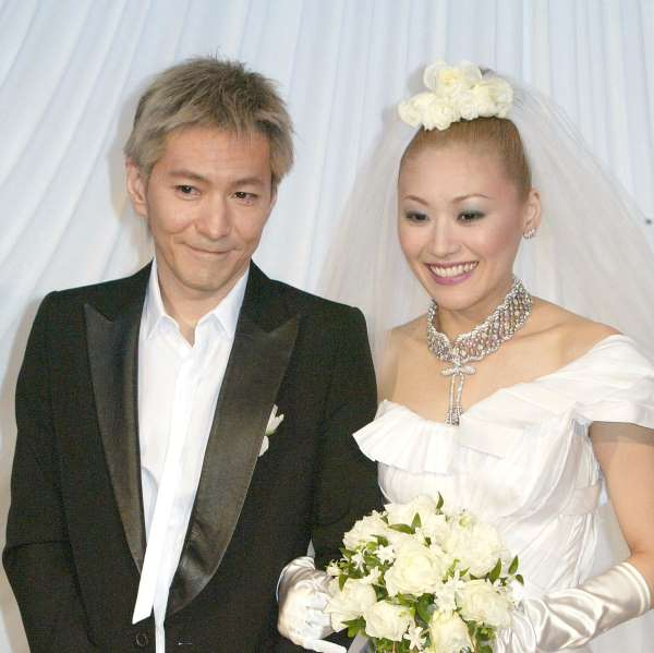 小室哲哉とKEIKOの結婚披露会見(2005年)/(C)日刊ゲンダイ