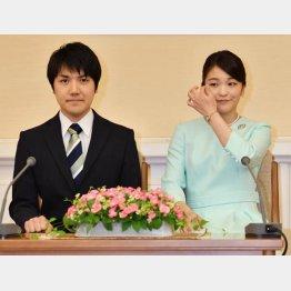2017年9月の婚約内定会見での眞子さまと小室圭さん(C)代表撮影・JMPA