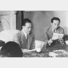 南京会談後、記者団と語る汪兆銘(左=1939〈昭和14〉年9月23日)/(C)共同通信社