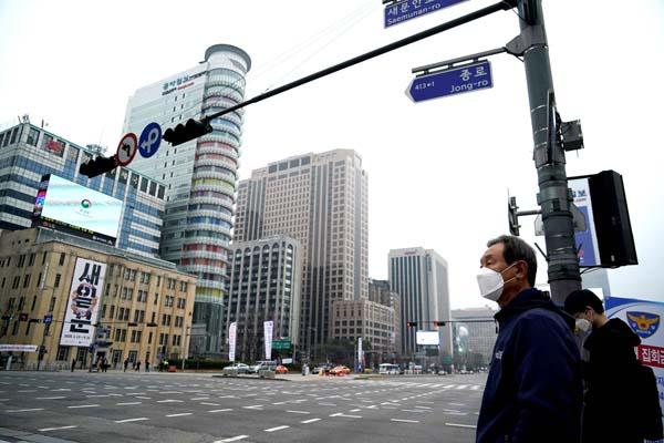 コロナ禍で外出もままならないとはいえ…(ソウル市)/(C)共同通信社