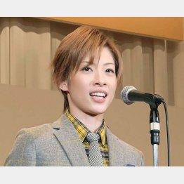 宝塚歌劇団花組時代の明日海りお(C)共同通信社