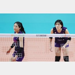 李在英(右)と李多英(C)Yonhap News Agency/共同通信イメージズ