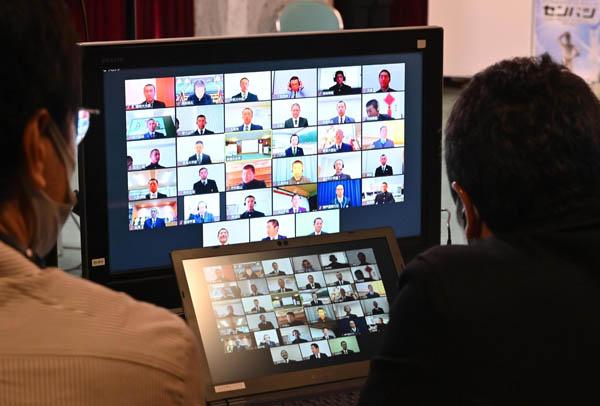 史上初のオンラインで行われた組み合わせ抽選会(代表撮影)