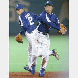 名選手だった荒木(左)、井端のアライバコンビ(C)日刊ゲンダイ