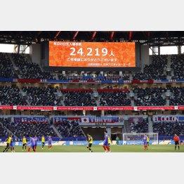 1月のルヴァン杯(国立競技場)では収容人数の約半分を入れたが(C)共同通信社
