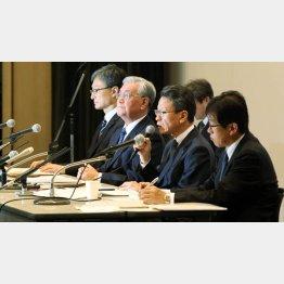 関西電力の岩根茂樹社長(右から2番目、2019年の記者会見で)/(C)日刊ゲンダイ