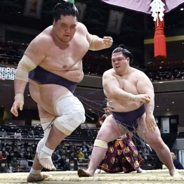 照ノ富士の大関復帰に暗雲…「下がる相撲」で初黒星の最悪