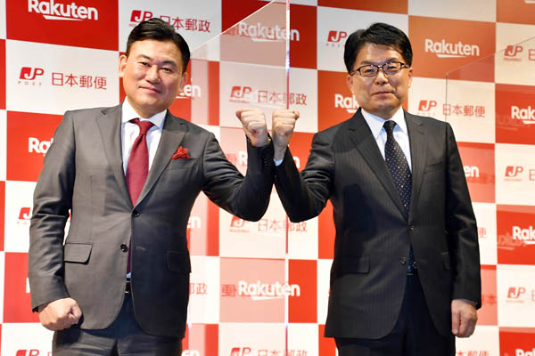 楽天の三木谷社長(左)と日本郵政の増田社長(C)日刊ゲンダイ