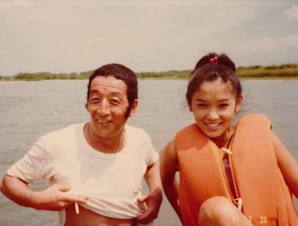 「北の国から」初回放送の1カ月ほど前に田中さんと児島さんで撮影したツーショット(提供写真)