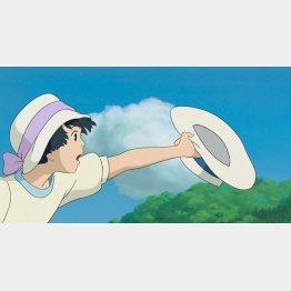 映画「風立ちぬ」でヒロイン菜穂子は風に飛ばされた二郎の帽子をキャッチ(C)2013 Studio Ghibli・NDHDMTK