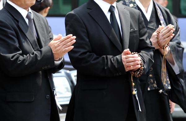 オンライン葬儀も増えてきたが…(C)日刊ゲンダイ