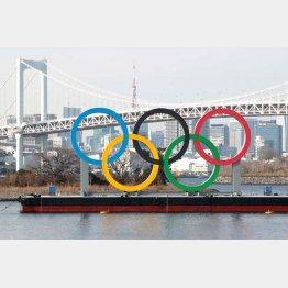 オリンピックシンボルのモニュメント(C)日刊ゲンダイ