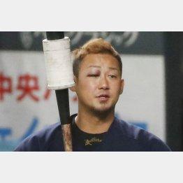 中田はご覧の通り、右目にアザをつくって8日は欠場(C)共同通信社