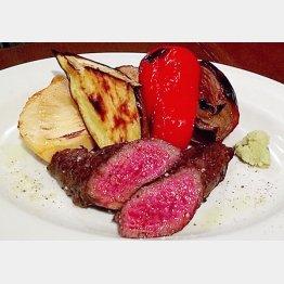サシのない赤身ステーキはワサビで(C)日刊ゲンダイ