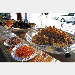 さまざまな種類の佃煮が並ぶ(C)日刊ゲンダイ