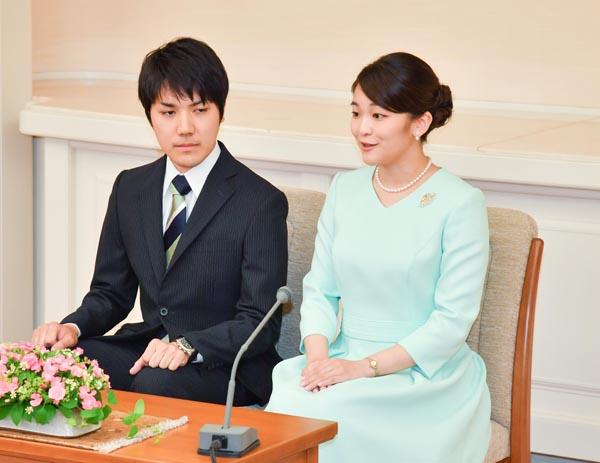 小室圭さん(右)と眞子さま(代表撮影)JMPA