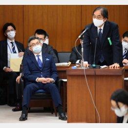 フジ・メディアHDの金光社長(右)の横で尊大な態度の武田良太総務相(C)日刊ゲンダイ