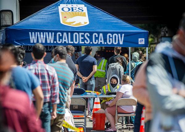 オークランドの会場でワクチン接種を待つ人たち(C)Pat Mazzera/SOPA Images via ZUMA Wire/共同通信イメージズ