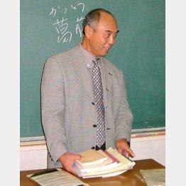 教壇に立つ高畠さん(C)日刊ゲンダイ