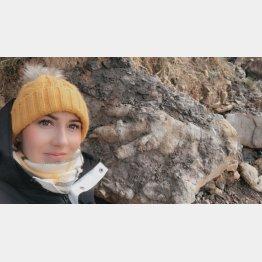 巨大な足跡の化石が!(写真はマリーさんのツイッターから)