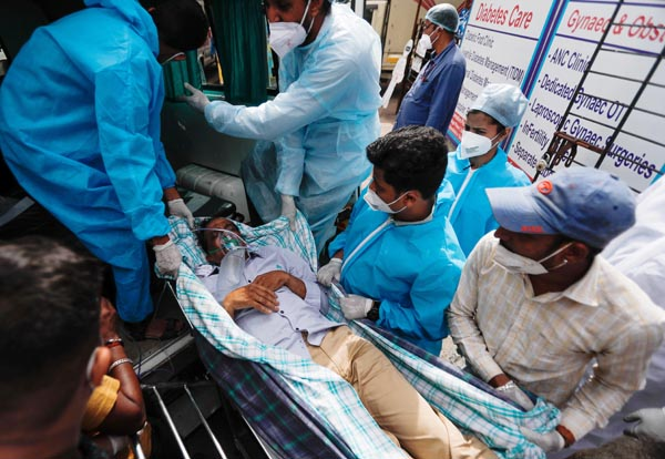 インドの感染者は連日30万人以上(C)ロイター