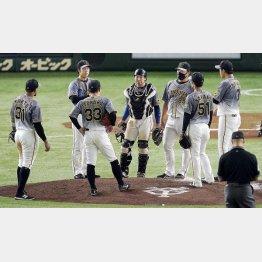 阪神は東京ドームでの巨人戦は負け越し。春でもこれなら…(C)共同通信社