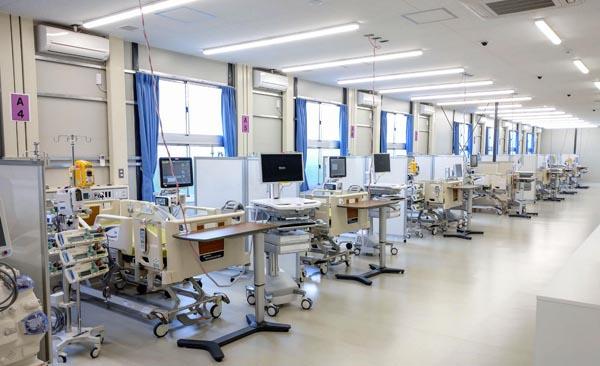 大阪府が整備した「大阪コロナ重症センター」の集中治療室(代表撮影)