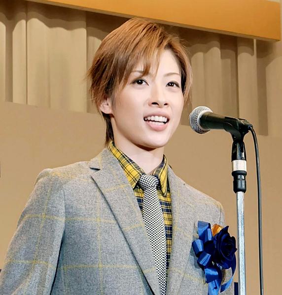 劇団員・高峰ルリ子を演じた明日海りお(C)共同通信社