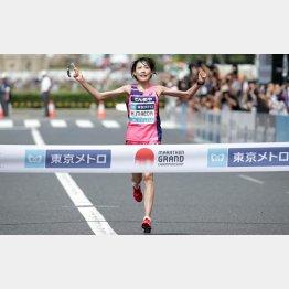 暑いMGCはぶっちぎり優勝の前田穂南(C)日刊ゲンダイ