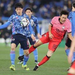3月の韓国代表選で相手選手を吹っ飛ばして攻め上がる遠藤