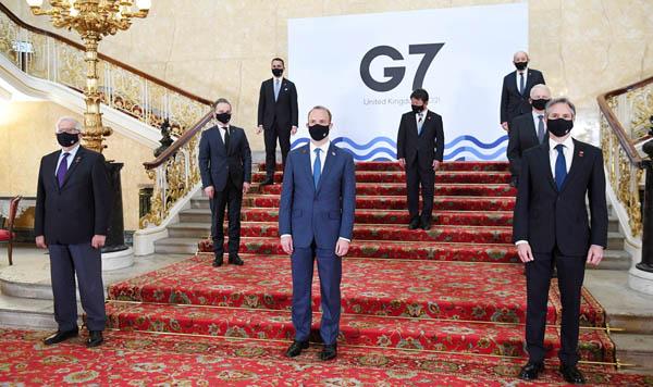 先進7カ国ちゅう日本は最下位…(G7外相会合が開幕、中央列後ろが茂木敏充外相=4日)/(C)ロイター
