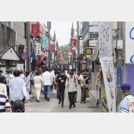 混雑(鎌倉の小町通り=1日)/(C)共同通信社